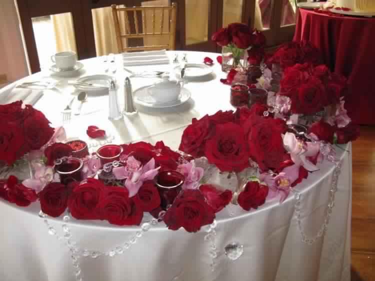 déco-de-table-Saint-Valentin-roses-tasses-cafe